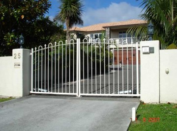 product-30-25-Mansion-Court-hinged-gates-1-7-07-N-001[1]