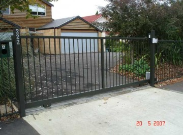 product-34-Hughes-Construction-222-Kohimarama-Road-sliding-gate-WWS1[1]