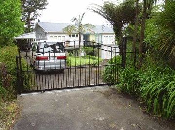 product-79-Aluminium-arch-top-sliding-gate-Orgias-18-12-06[1]