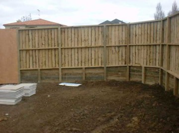 product-86-Retaining-with-fence-on-top[1]
