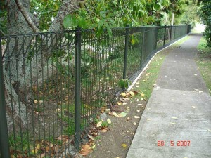 product-Alma%20Court%20safety%20fencing-Alma-Court-Safety-Fence-20-5-07-7[1]