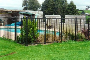 product-Alsteel%20flat%20top%20fencing-Flat-top-pool-fence[1]