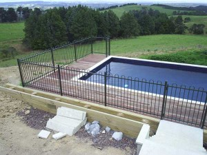 product-Alsteel%20pool%20fence%20and%20gate-Good-Bros-construction-Kaipara-View-Road-003[1]