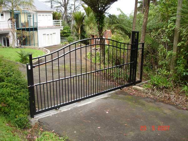 Aluminium sliding gates town and around fence gate