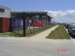 product-Chainlink%20mesh%20fence%20and%20gate-CLM-Black-Std-Sec-Powdercoated-006[1]