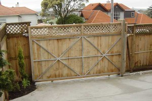 product-ERW%20wooden%20meshed%20sliding%20gate-Holdens-gate-009[1]