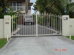 product-Hinged%20gates-25-Mansion-court-hinged-gates-20-5-07-N[1]