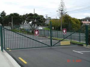 product2-41-Westlake-Boys-School-entrance-gates-20-5-07-S1[1]