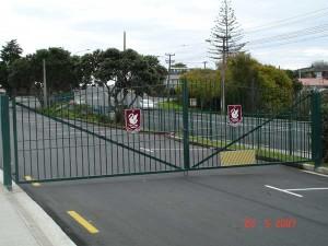 product2-41-Westlake-Boys-School-entrance-gates-20-5-07-S1[1]